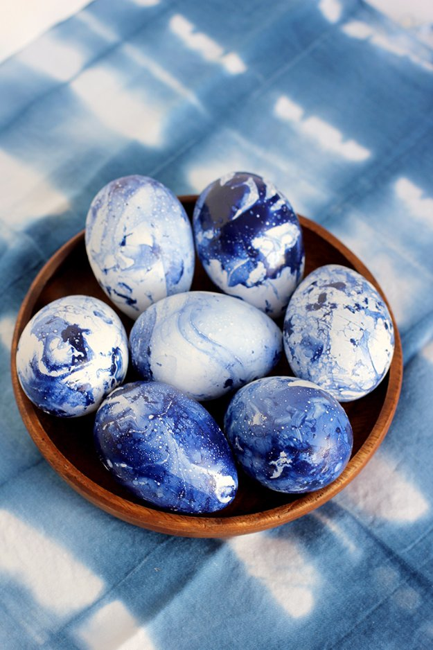 DIY Marbled Indigo Eggs