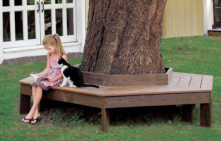 DIY Outdoor Furniture Projects: The Family's Tree DIY Circular Bench