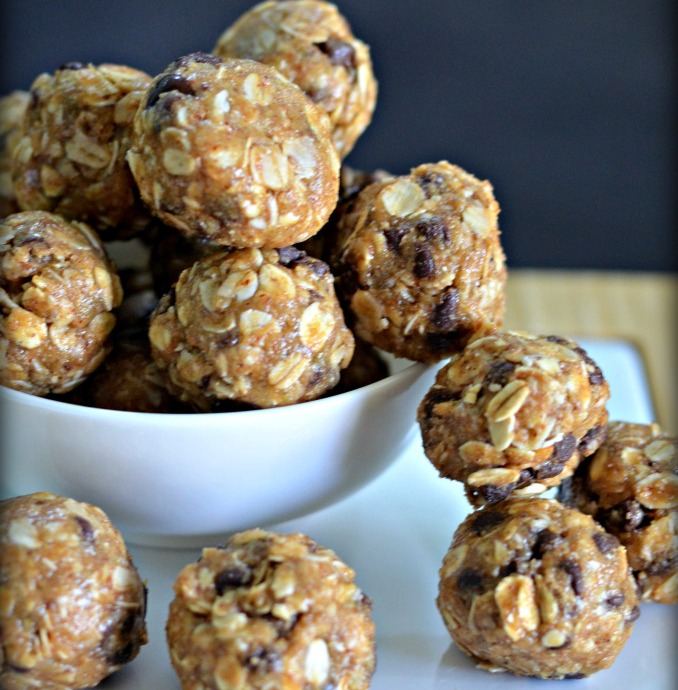 Oatmeal Energy Bites (Easy No-Bake Snack)