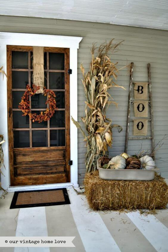 A Playful, Country-themed Fall Porch Décor | Fall Porch Decoration Ideas | Porch decor on a budget