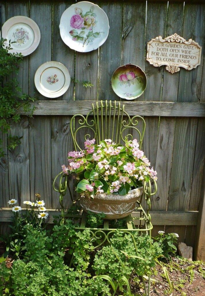 Vintage Garden Decor Ideas: Antique Chair Planter Plus Vintage Plates