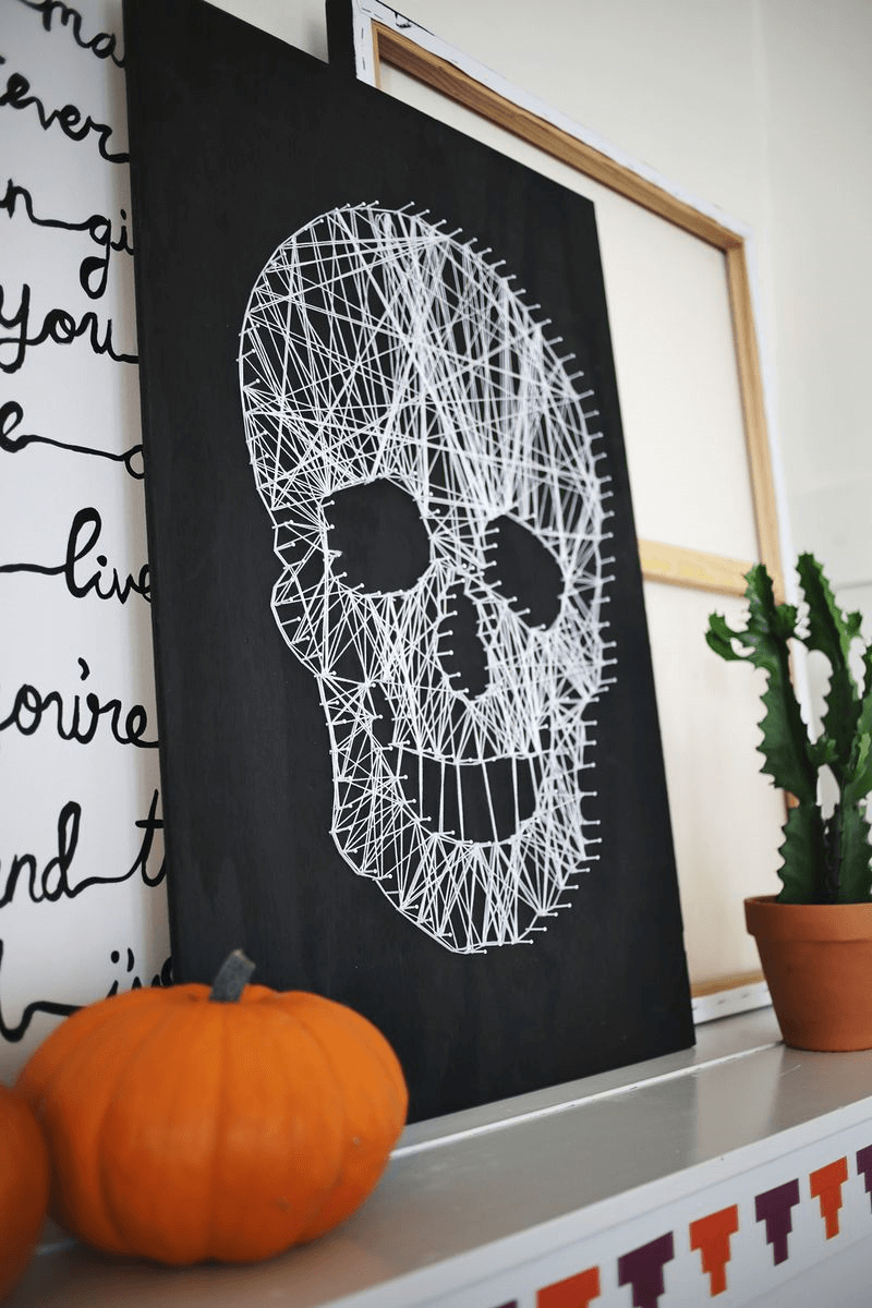 String Makes Scary Skull | DIY Indoor Halloween Decorating Ideas