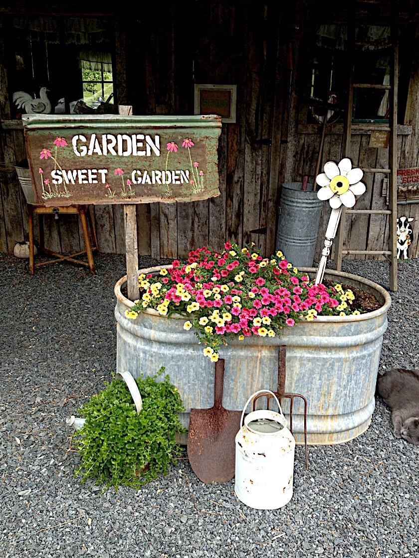 Vintage Garden Decor Ideas: Galvanized Metal Water Trough Planter