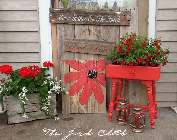Bring It All Together with Red   Vintage Porch Decor Ideas