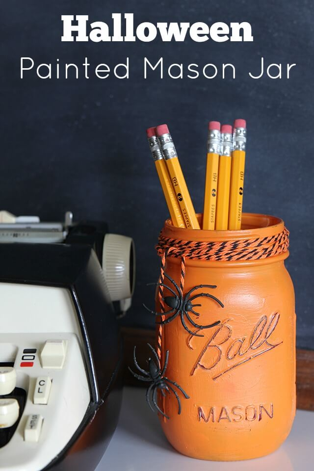 DIY Mason Jar Halloween Crafts: Sweet Painted Halloween Mason Jar Storage