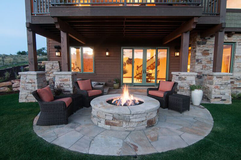 A Perfect Backyard Barbecue Spot for Entertaining   Awesome Firepit Area Ideas For Your Outdoor Activities