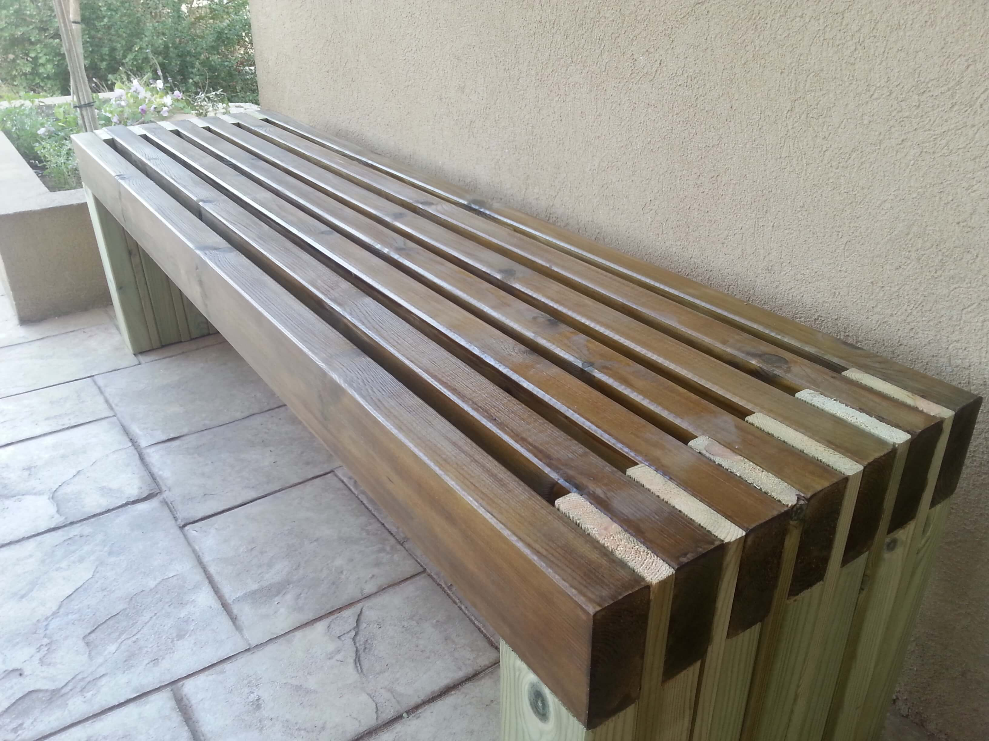 Outdoor DIY Bench Ideas: Sitting-In-The-Park Style Bench