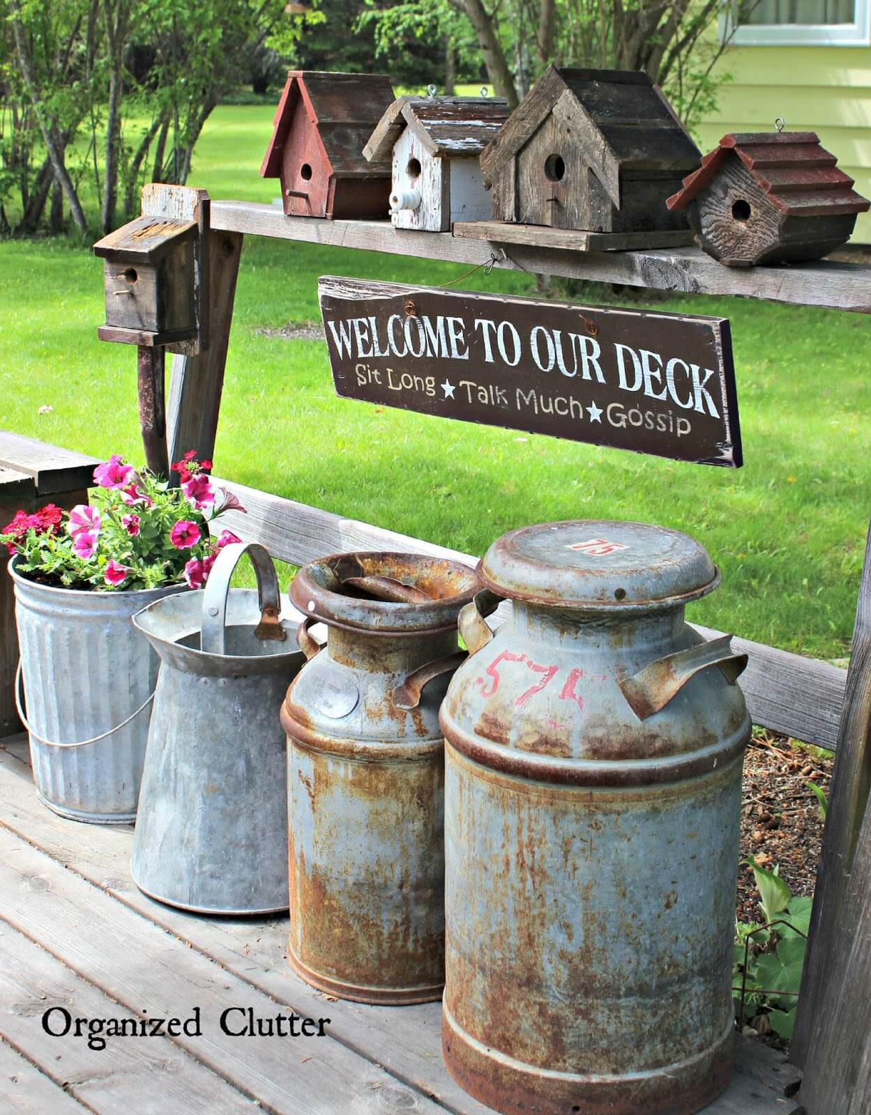Vintage Garden Decor Ideas: Vintage Birdhouse and Milk Can Decor Idea