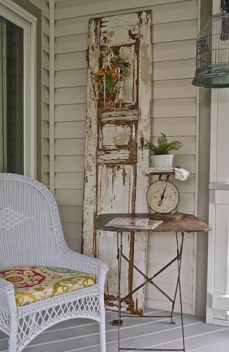Another Great Old Door Decorating Idea   Vintage Porch Decor Ideas