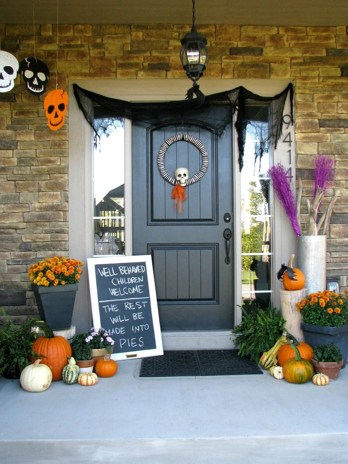Ghoulish on the Menu | Scary DIY Halloween Porch Decoration Ideas | vintage halloween porch