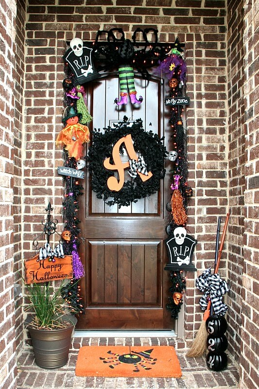 A Garland of Critters | Scary DIY Halloween Porch Decoration Ideas | vintage halloween porch