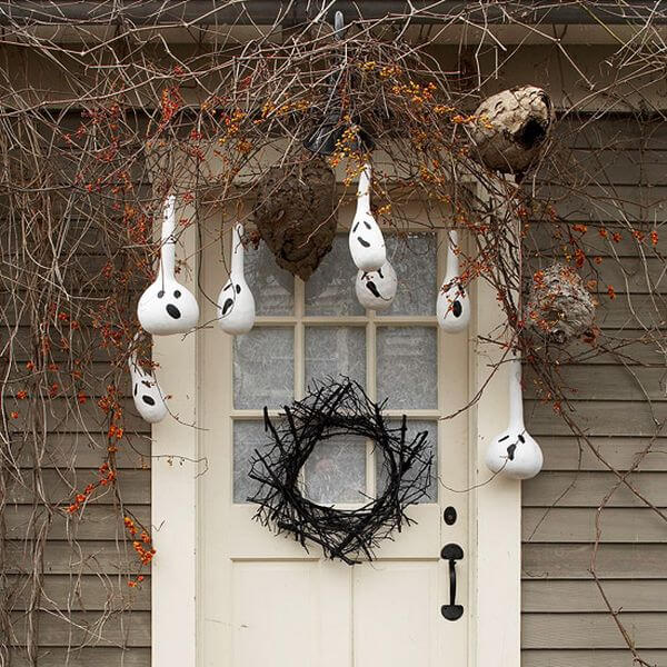 The Advantages of Nature's Beauty | Scary DIY Halloween Porch Decoration Ideas | vintage halloween porch