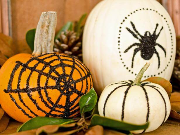 Black-Glittered Pumpkins | No-Carve Pumpkin Decorating Ideas For This Halloween