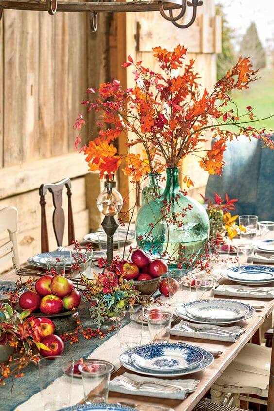 Easy Thanksgiving Table: A Crisp, Nature-Inspired Spread | Best Thanksgiving Centerpieces