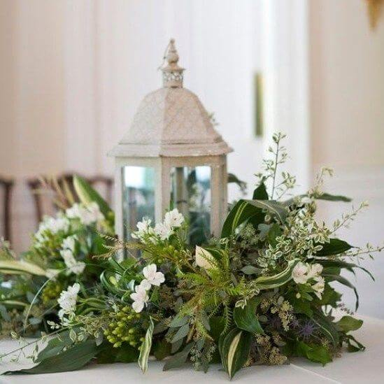 Classic Chic Home | Best Elegant Christmas Centerpieces & Designs | Farmfoodfamily.com
