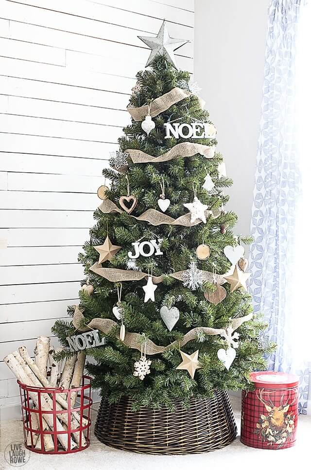 Woodland Christmas | Best Way to Decorate Christmas Trees on a Budget: Inexpensive or Free & Easy Holiday Ornaments & Decorations