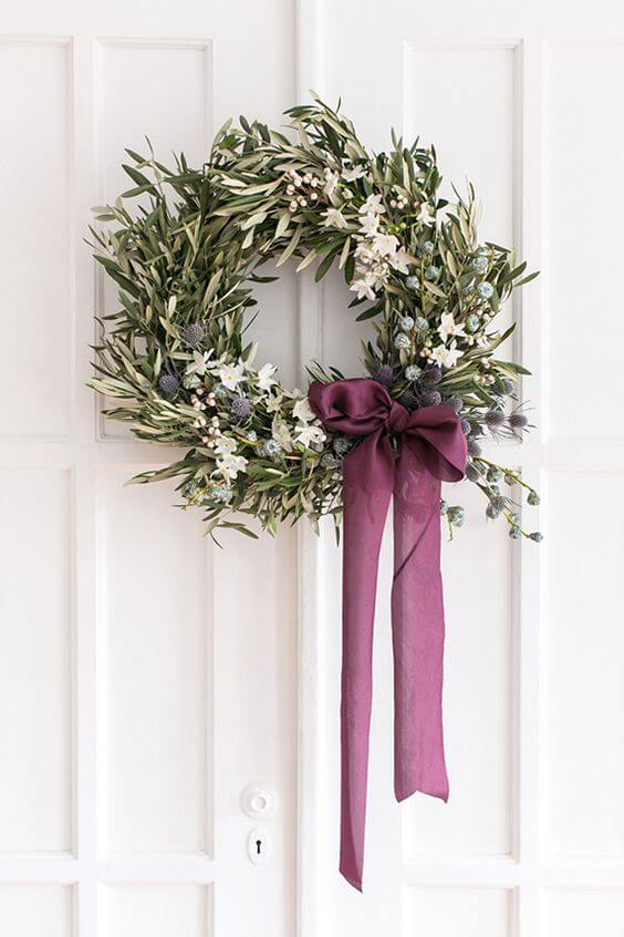 DIY Blue and White Olive holiday wreath | Creative, Easy, and Inexpensive Christmas Wreaths | Farmfoodfamily.com