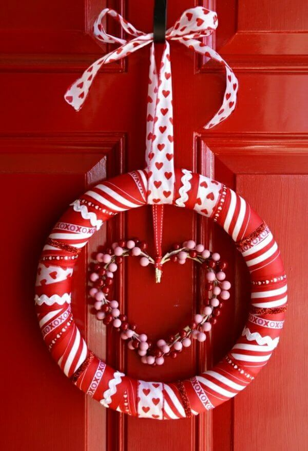 Valentine's Day Wreath | Valentine's Day Decorating Ideas For Your Lovers | FarmFoodFamily.com