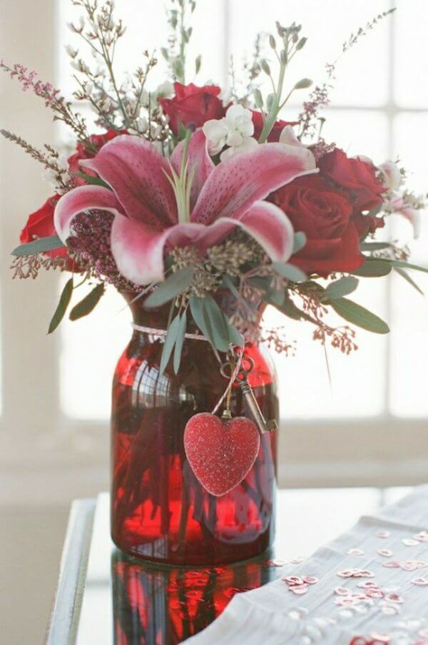 Flower Vase | Valentine's Day Decorating Ideas For Your Lovers | FarmFoodFamily.com