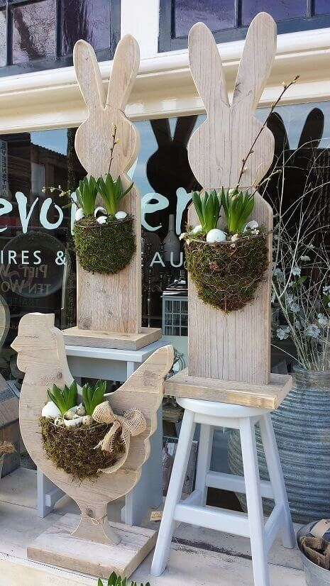 Bunny pallets and egg planters | Best Easter Porch Decorating Ideas