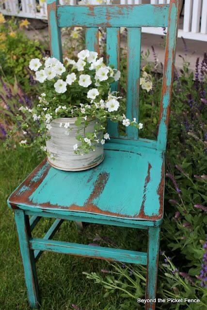 Vintage Chair Planter   Creative Upcycled DIY Chair Planter Ideas For Your Garden