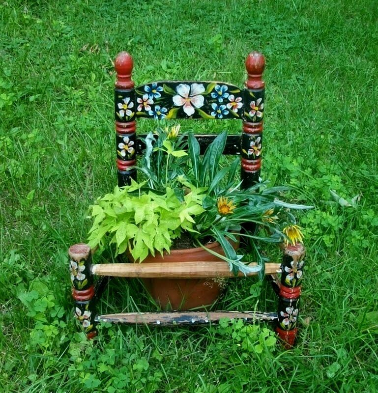 Rocking Chair Flower   Creative Upcycled DIY Chair Planter Ideas For Your Garden