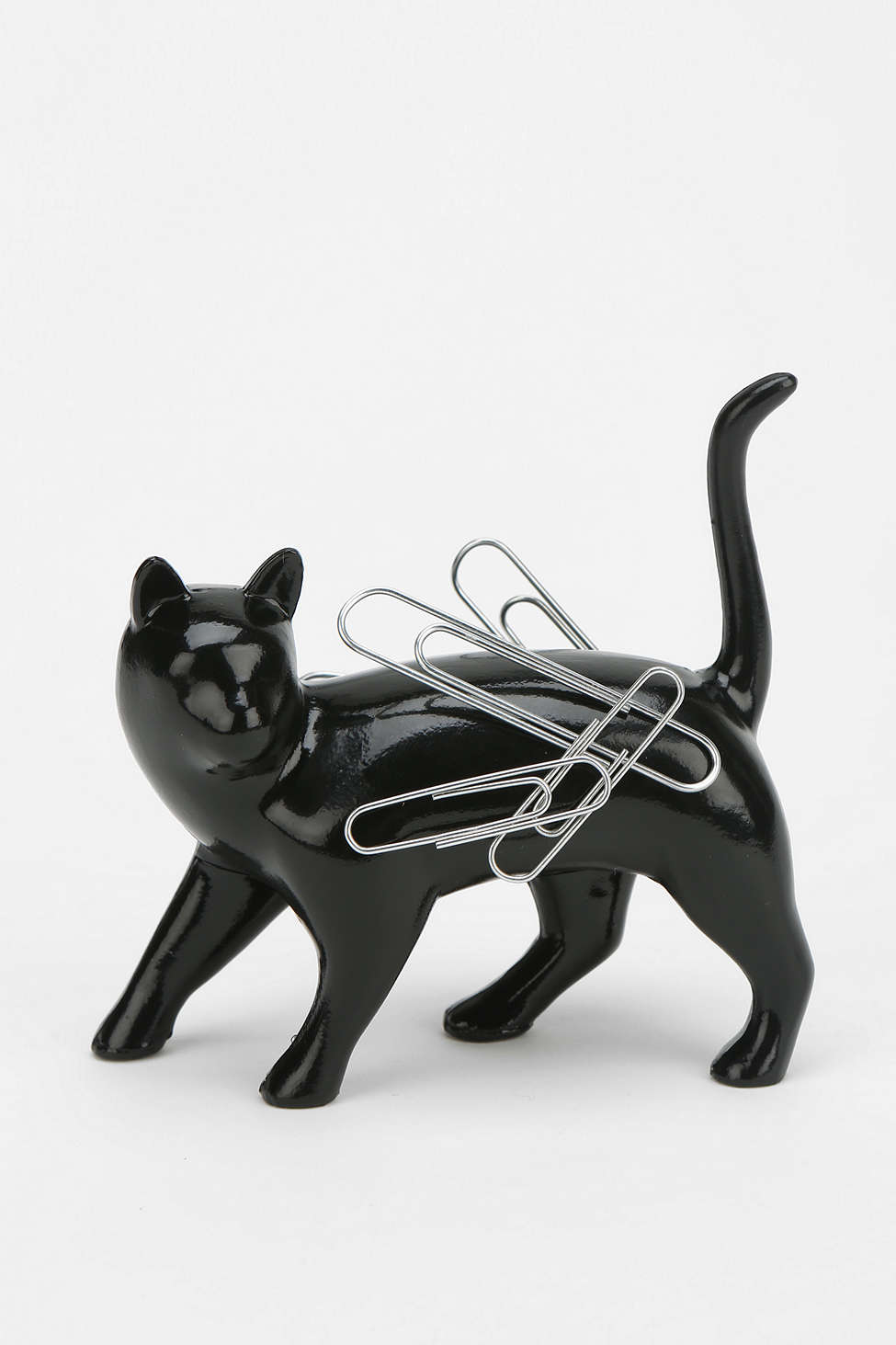 A magnet for clips in the shape of a black cat