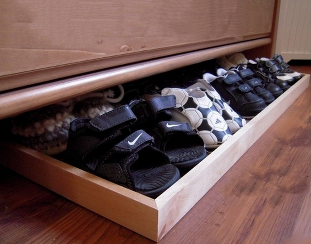 Shoe organizer that was placed under the bed