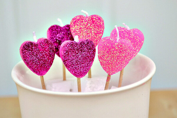 DIY heart-shaped candles | Heart-Shaped Crafts For Valentine's Day