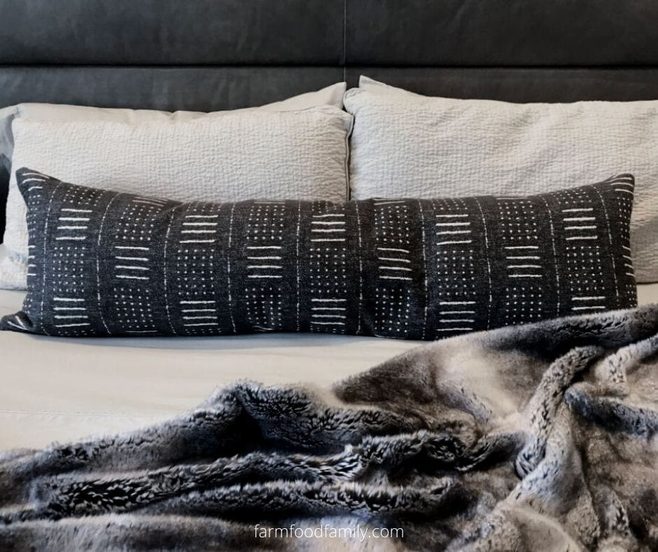 To decorate your bed with fluffy blanket
