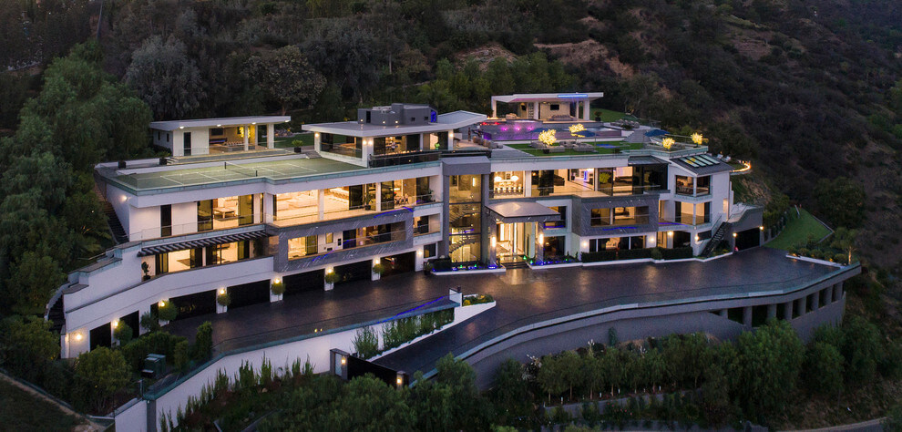 Contemporary mansion