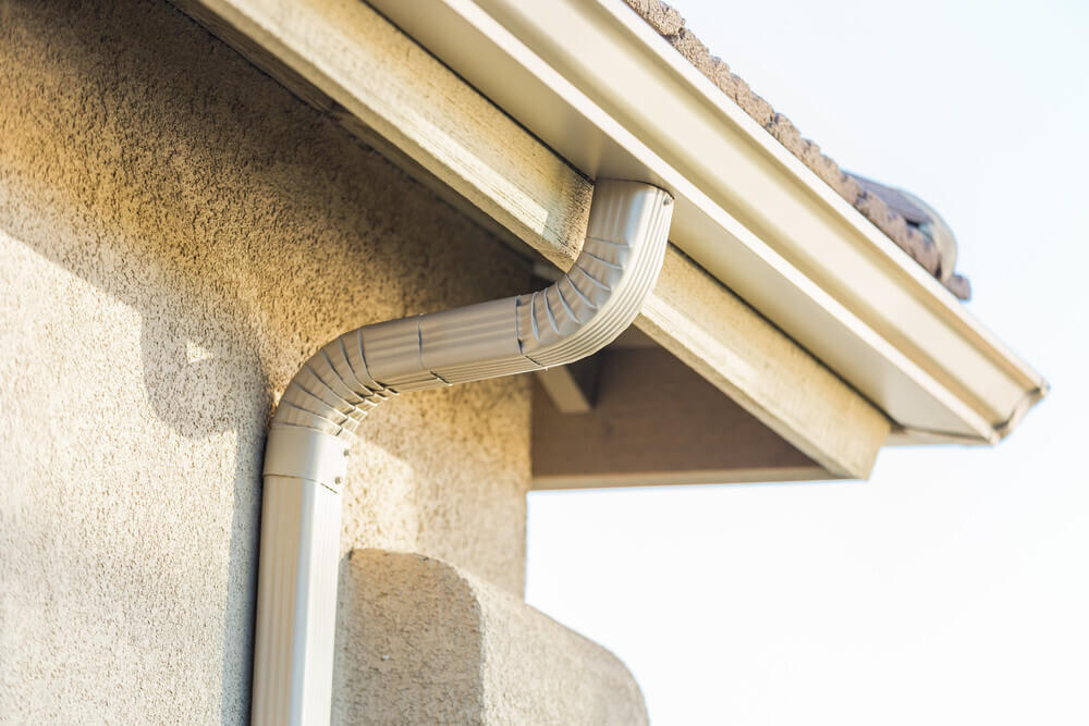 Aluminum gutters pros and cons