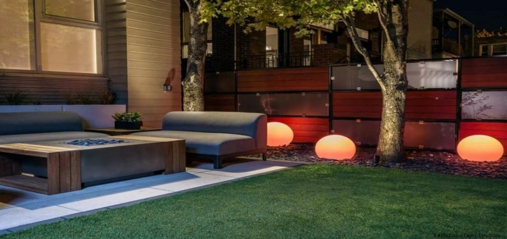 Contemporary-industrial townhouse backyard