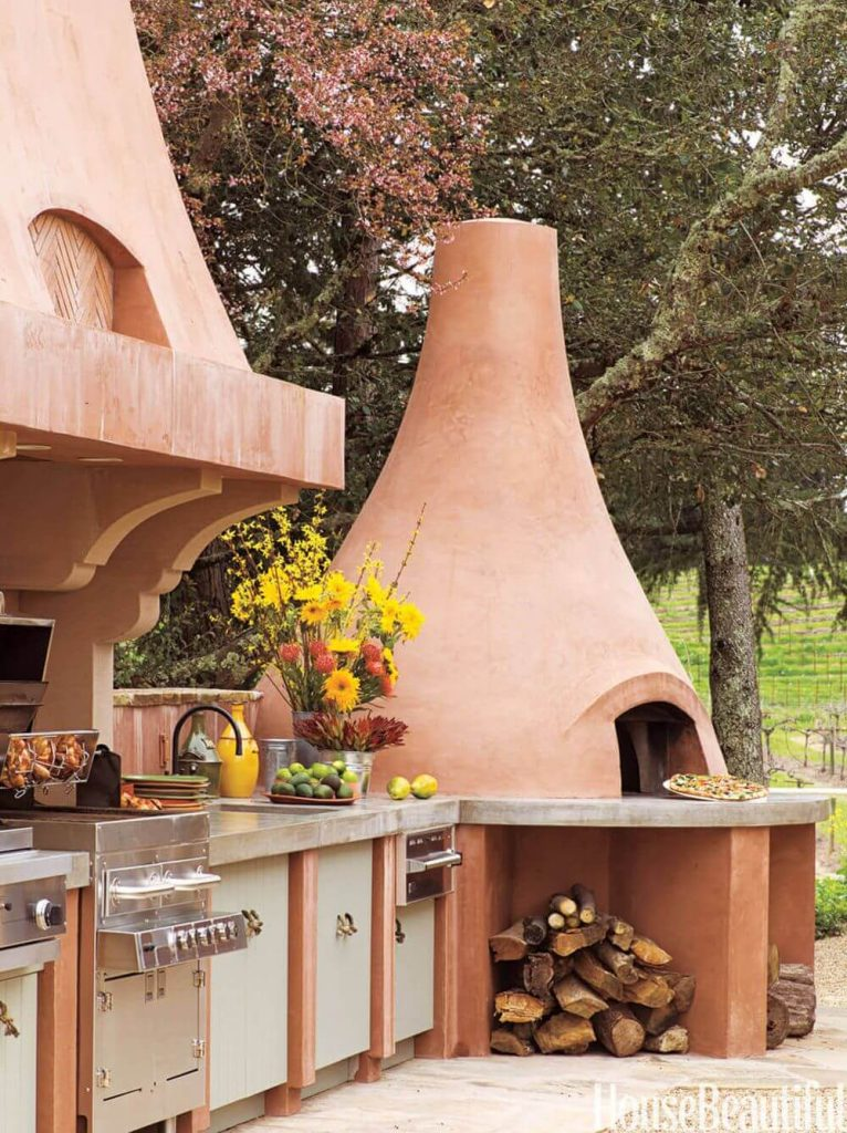 Try Out Modern Décor With Clay Pizza Oven